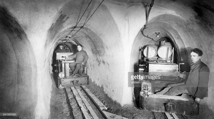 underground-tunnel-workers-on-rail-cars